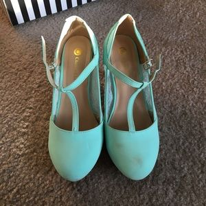 Chase & Chloe Mint Green T-Strap Pumps